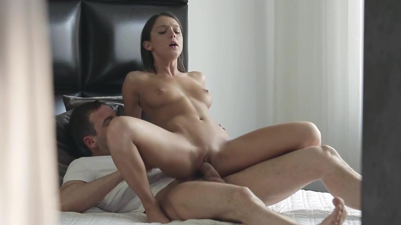 Красотка брызгет порно на видео фото 802-336